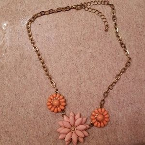 Jewelry - Floral beaded peach and pink statement necklace